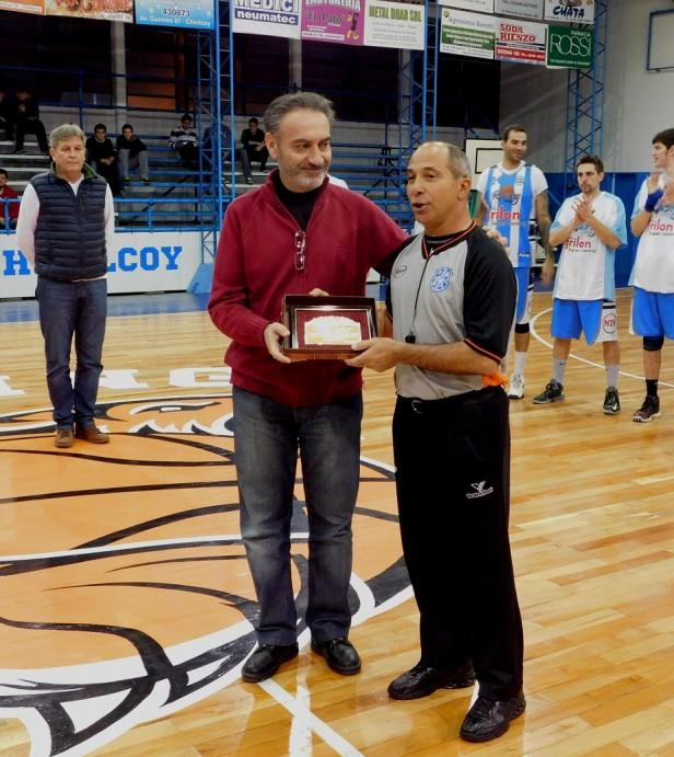 La despedida del árbitro Miguel Cestari