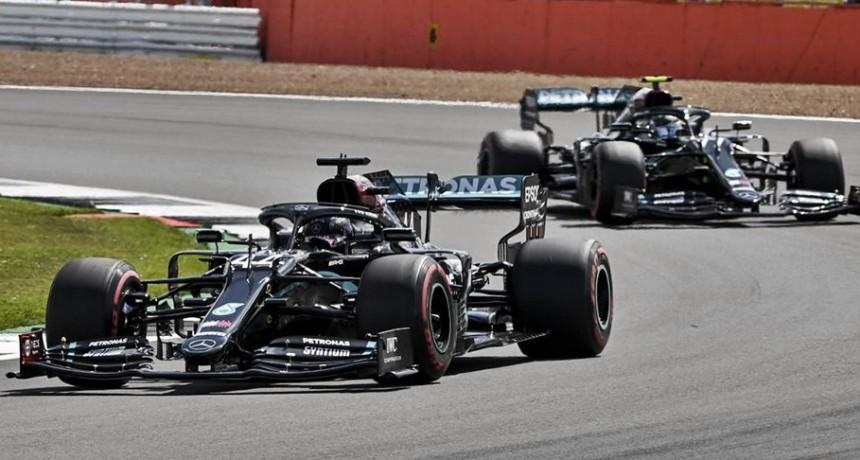 Lewis Hamilton, el más veloz en los entrenamientos en Silverstone