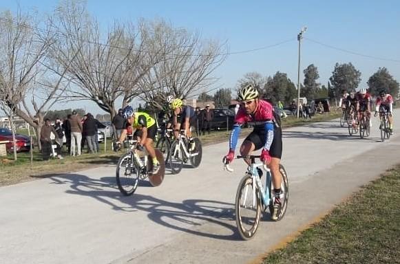 Ciclismo: el saladillense Emanuel Tolosa ganó en Lobos