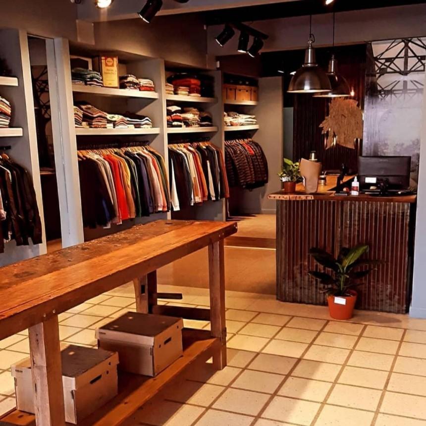 Nomade con un local mas amplio para poder comprar una buena prenda