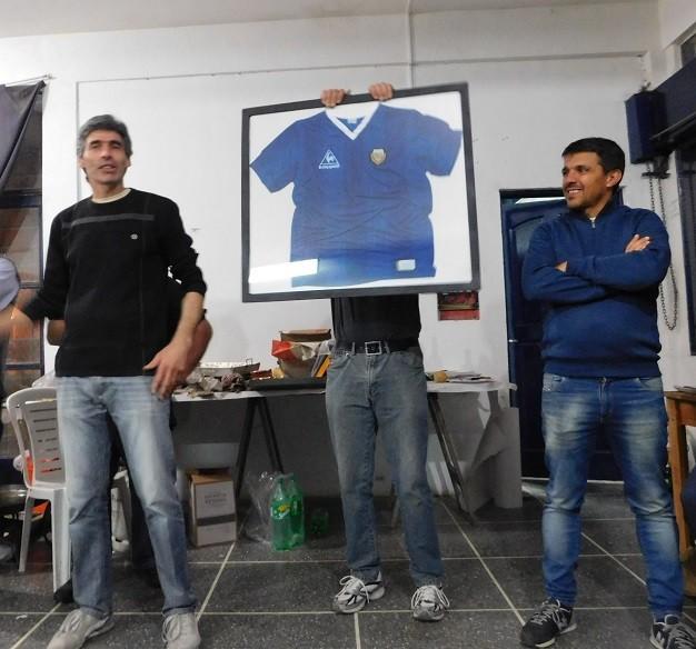 El club Argentino sortea la camiseta del campeón 86