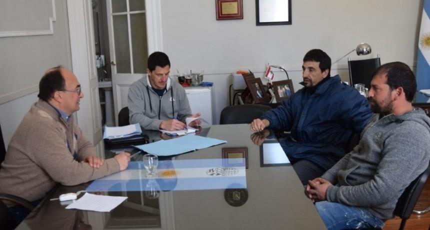Salomon con directivos del club La Campana