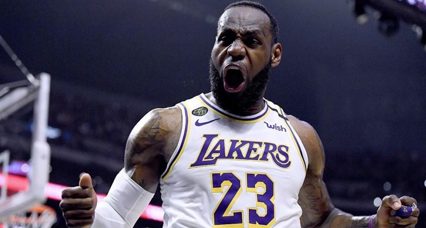 Los Ángeles vencieron a Denver y quedaron a un triunfo de la final de la NBA