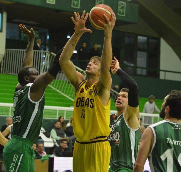 Obras Basket venció a Ferro en el Etchart con 13 de Marcos Delía