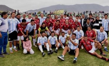 El Vasco Olarticoechea junto con los campeones del 86 jugaron en Salta