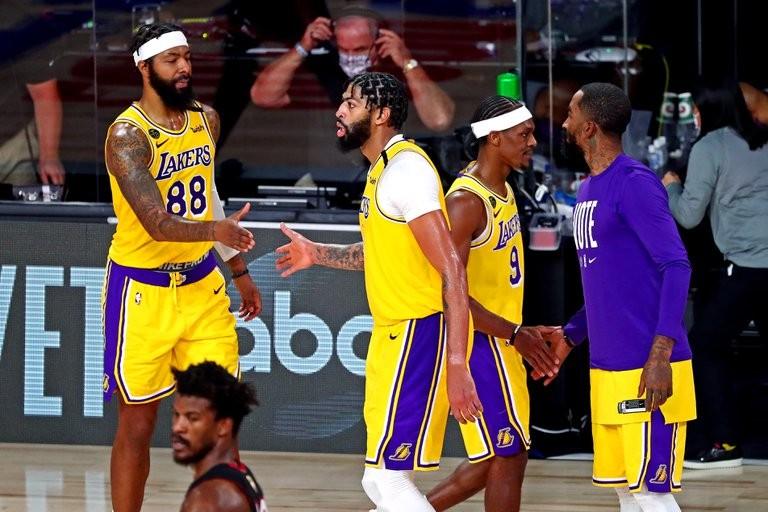 Los Ángeles Lakers vencieron a Miami Heat y lideran 3-1 las finales de la NBA