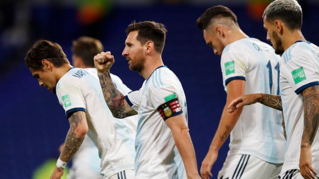 Sin brillar y con lo justo Argentina ganó en su debut mundial