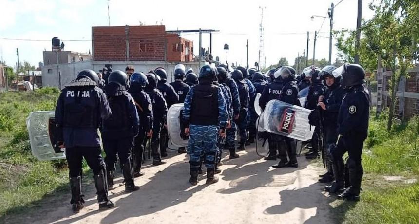 Policía bonaerense desalojó la toma del predio de Guernica