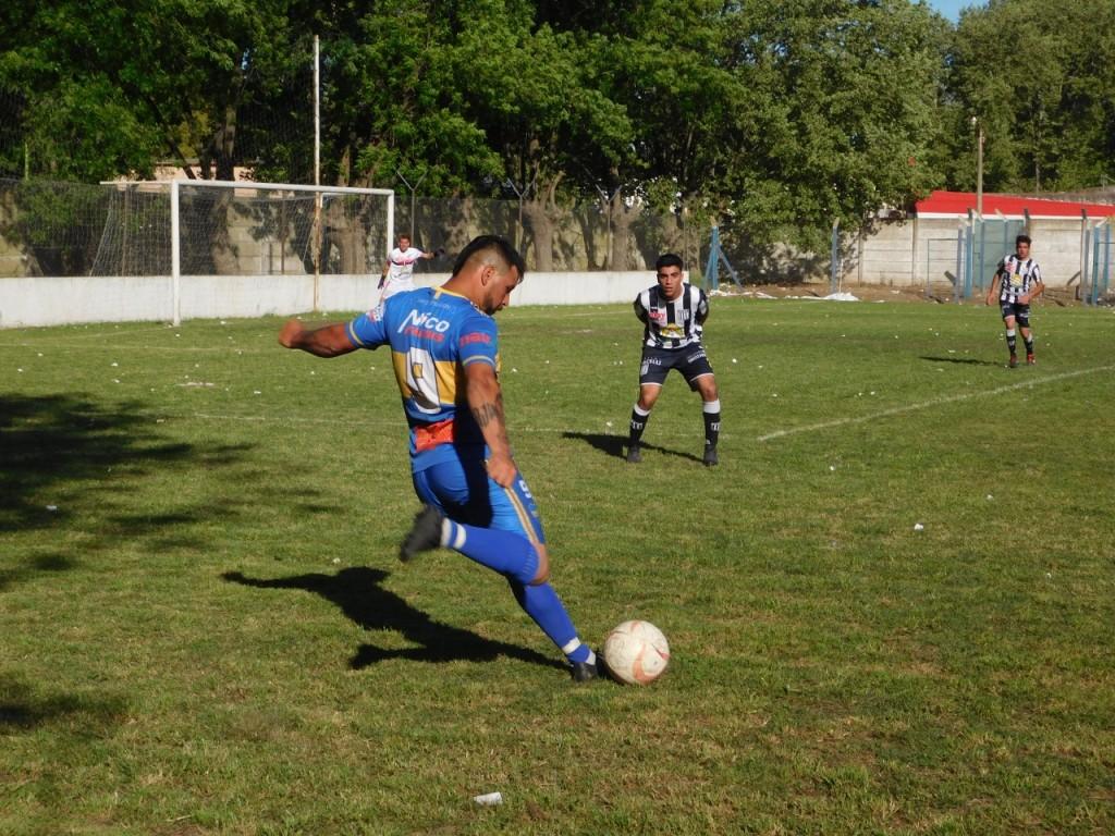 Fútbol Mayor: Unión Apeadero y Comercio finalistas en Primera División