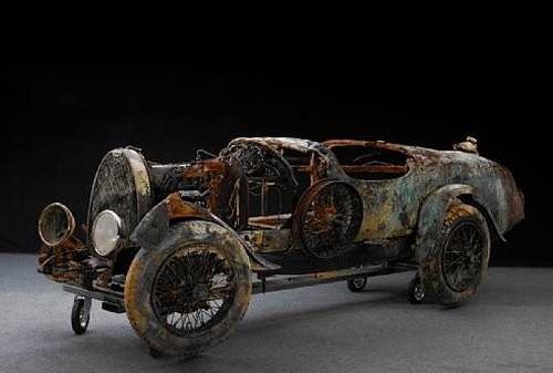 Bugatti rescatada del Lago Maggiore en Suiza
