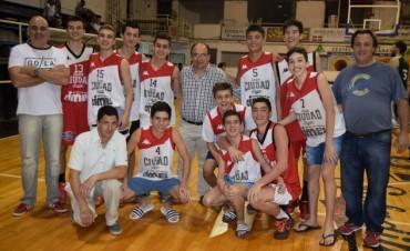 José Luis Salomón felicitó a los campeones sub17 del Club Ciudad