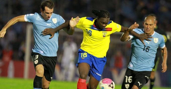 Uruguay va por la punta ante Ecuador