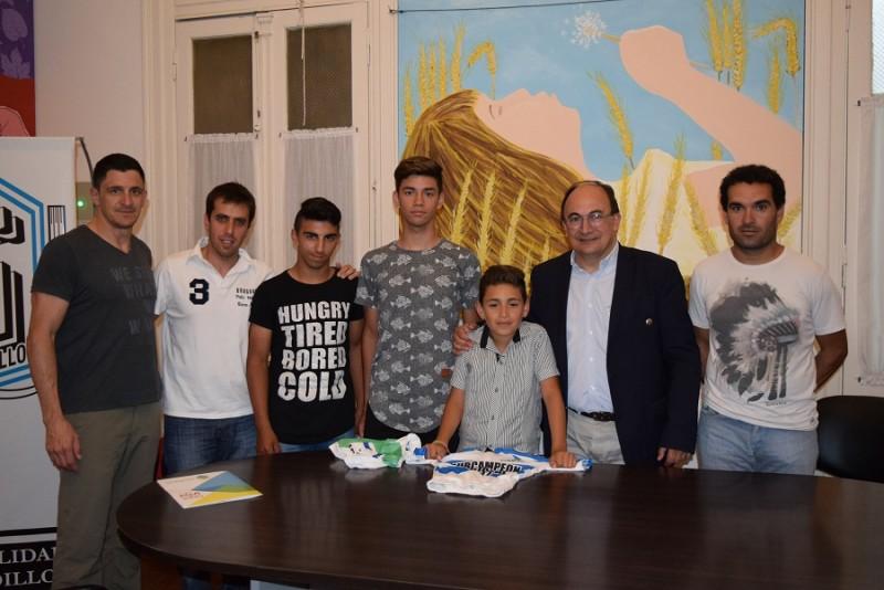 Intendente de Saladillo entregó reconocimiento a deportistas locales