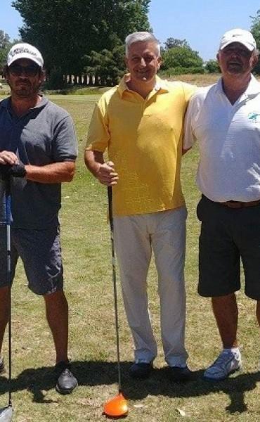 Golfistas saladillenses jugaron en 25 de Mayo