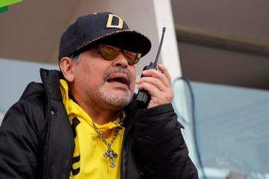 Con Maradona en la platea, Dorados ganó y pasó a semifinales