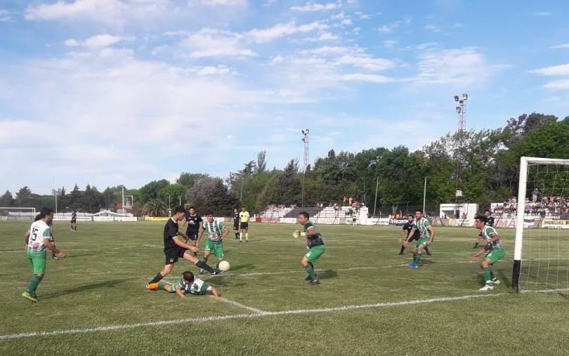 Huracán pasó a semifinales en accidentado partido
