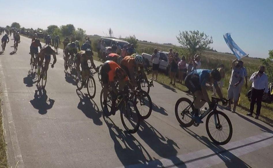 Podio para Sebastián Tolosa en la vuelta del ciclismo