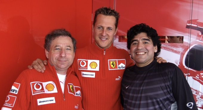 Diego Maradona junto Michael Schumacher y Jean Todt