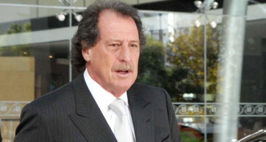 Murió el banquero Jorge Brito al caer su helicóptero