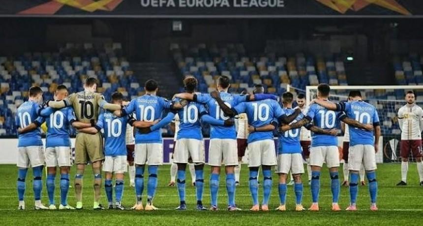 Gran homenaje de los jugadores del Napoli a Maradona