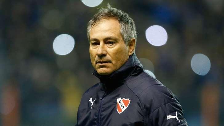 Ariel Holan dejó de ser el entrenador de Independiente
