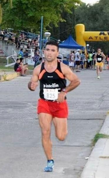 """En """"accidentada"""" carrera Ezequiel Aguilera se impuso en los 10k de 25 de Mayo"""