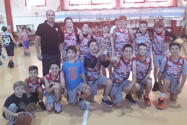 Minis de Ciudad jugaron el cuadrangular final del Clausura