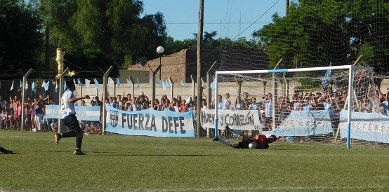 Primera final: Defensores 1 - Argentino 1