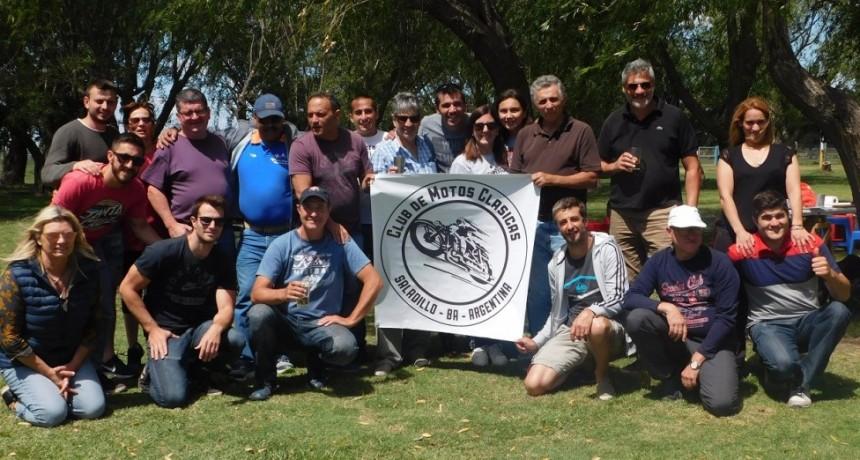 Club de Motos Clásicas y Antiguas despidió el año en el Automóvil club